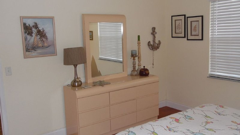 The Sea Is Calling. Beautiful home minutes from the beach, casa vacanza a Port Saint Lucie
