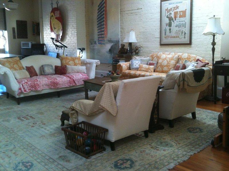 sitting area with queen sleep sofa