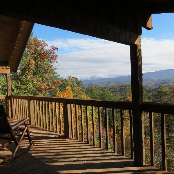 Breathtaking View at 5 Star Rated Private Studio Cabin, holiday rental in Sevierville