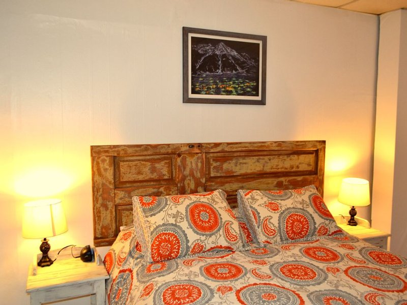 Salida Suite Spot, walk to downtown, 30+ day lease ONLY, holiday rental in Cotopaxi