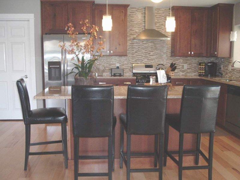 Luxury New Buffalo Condo With Indoor/Outdoor Pool, 3 Blocks From Lake Michigan!, casa vacanza a Berrien County