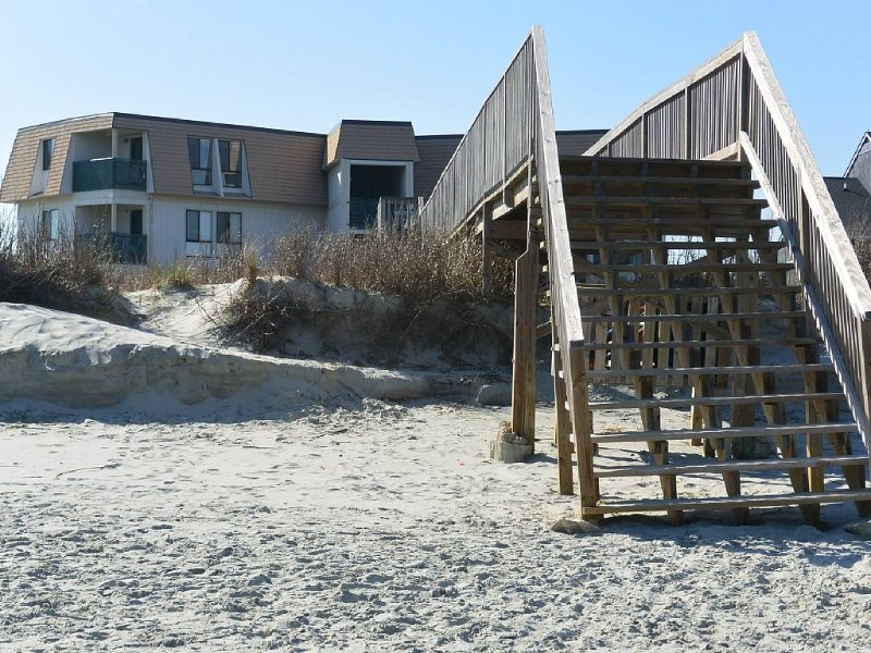 Oceanfront, First Floor, Fully Gated, Family Friendly, Private Beach Access,, location de vacances à Murrells Inlet