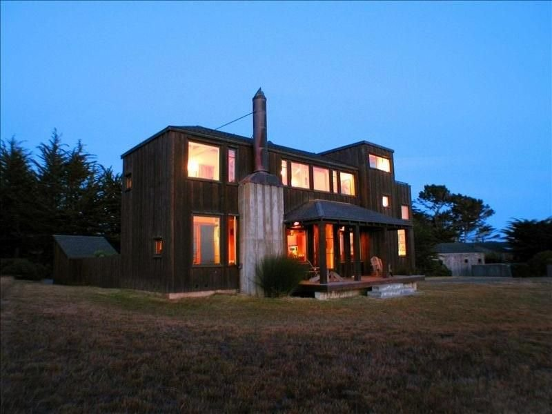 Architectually Stunning Ocean View Home featured in Coastal Living Magazine – semesterbostad i The Sea Ranch