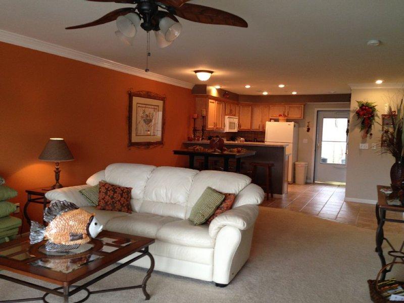 2 BR / 2 BA Condo at Miramar Condominiums-Camdenton, MO, location de vacances à Camdenton