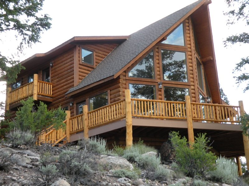 Grinning Bear Lodge at Twin Lakes offers beautiful mountain views, vacation rental in Twin Lakes