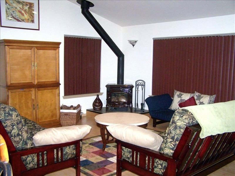 Private & Upgraded Home near the Hawaii Volcanoes National Park-Sleeps up to 13, vacation rental in Volcano