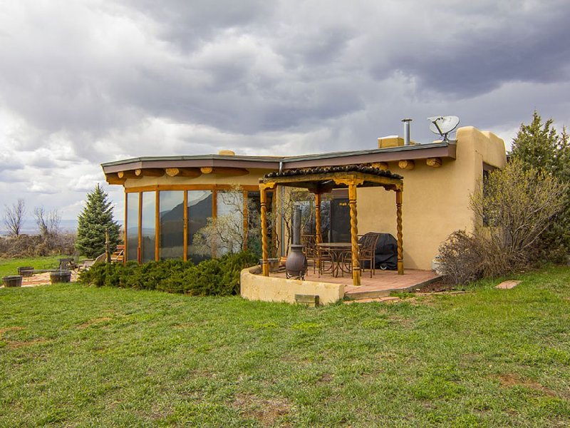 Beautiful Arroyo Seco Home Between Taos And Taos Ski Valley – semesterbostad i Arroyo Seco
