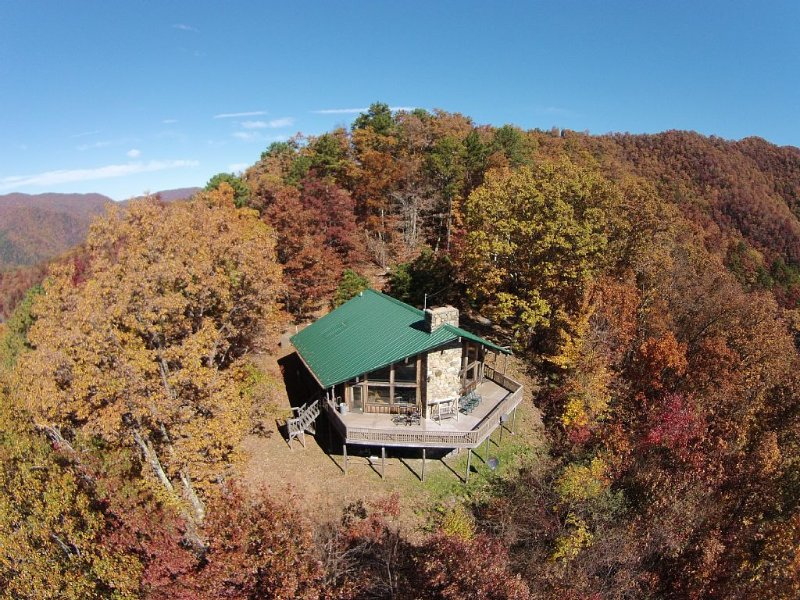 Cold Mountain * 3600 feet.  Enjoy Beautiful Views from large deck at 'Old Sarum', casa vacanza a Canton
