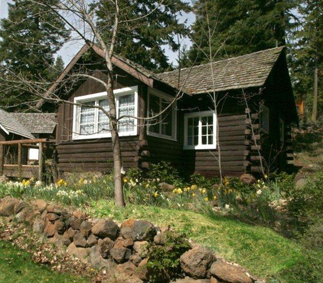 Cabin 2 on Klamath Lake at Point Comfort, location de vacances à Chiloquin