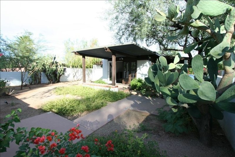 Mid-Century Modern home in the heart of Sam Hughes Neighbourhood, alquiler de vacaciones en Tucson