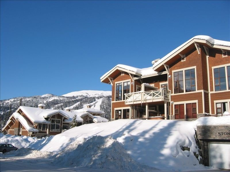Ski in/Ski Out!  2 Bdr/2BA Condo! Comfortable and Clean!, holiday rental in Pritchard