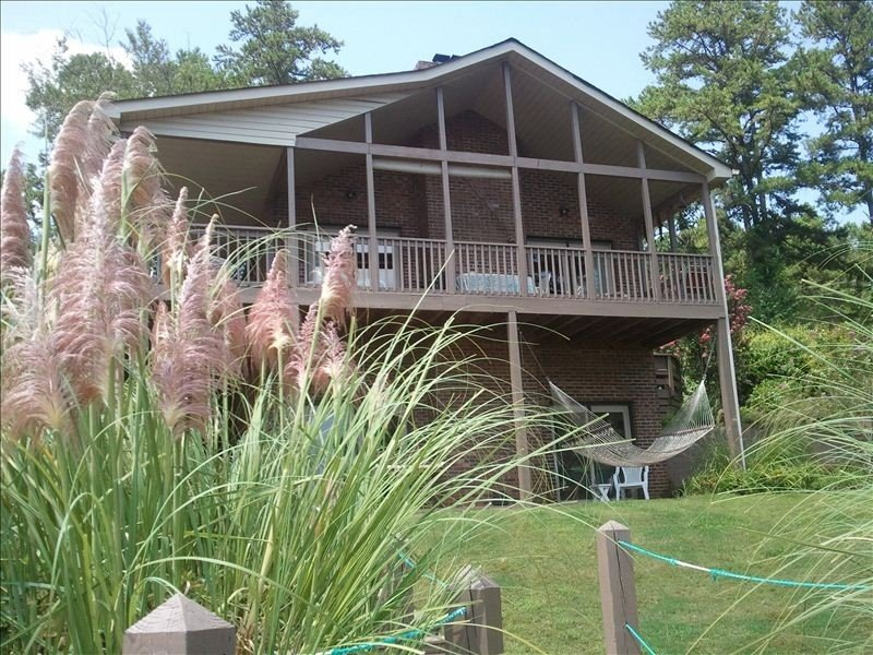 Beautiful 4/3, covered Dock,  2 Lrg.Covered Decks,  4.9 rating, $2400 mon/winter, holiday rental in West Union