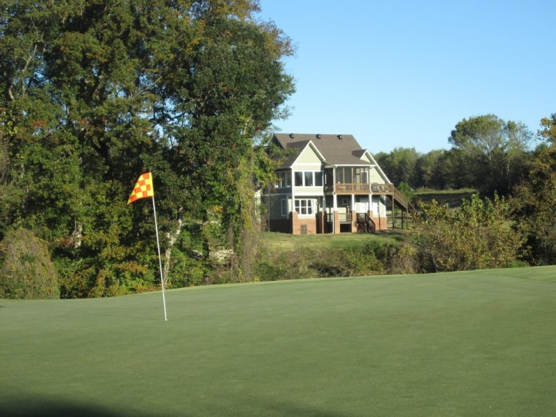 On RTJ Golf Trail - 4 Master Suites, 8 Beds, Pool Table, 5 HDTV's, Great Views!, holiday rental in Elmore