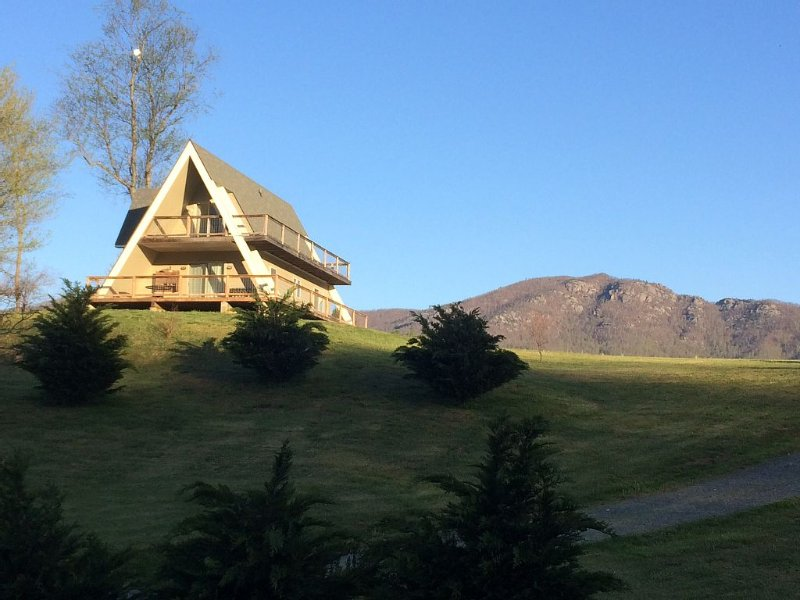 Etlan A-frame With  Front View Of Old Rag Mountain., holiday rental in Syria