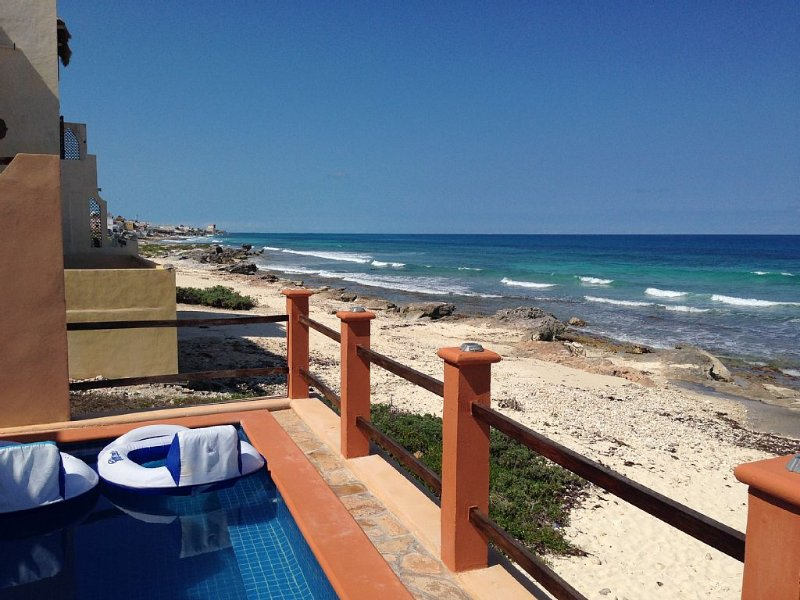 Beautiful 3 Bedroom Caribbean Front Home – semesterbostad i Isla Mujeres