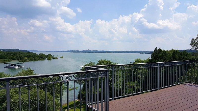 Lake Travis- Lake Front Home with Beautiful View, location de vacances à Volente