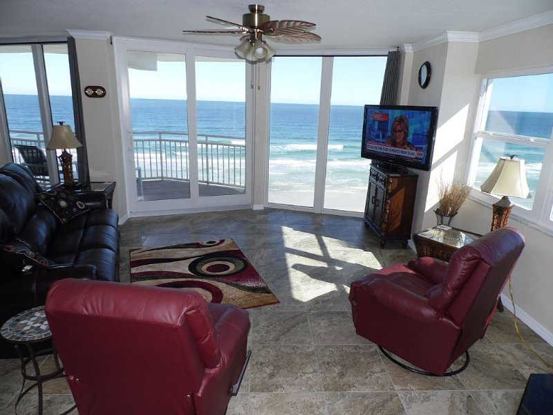 *Prices Reduced* Beachfront Penthouse Suite! Spacious End Corner Unit!, holiday rental in Daytona Beach Shores