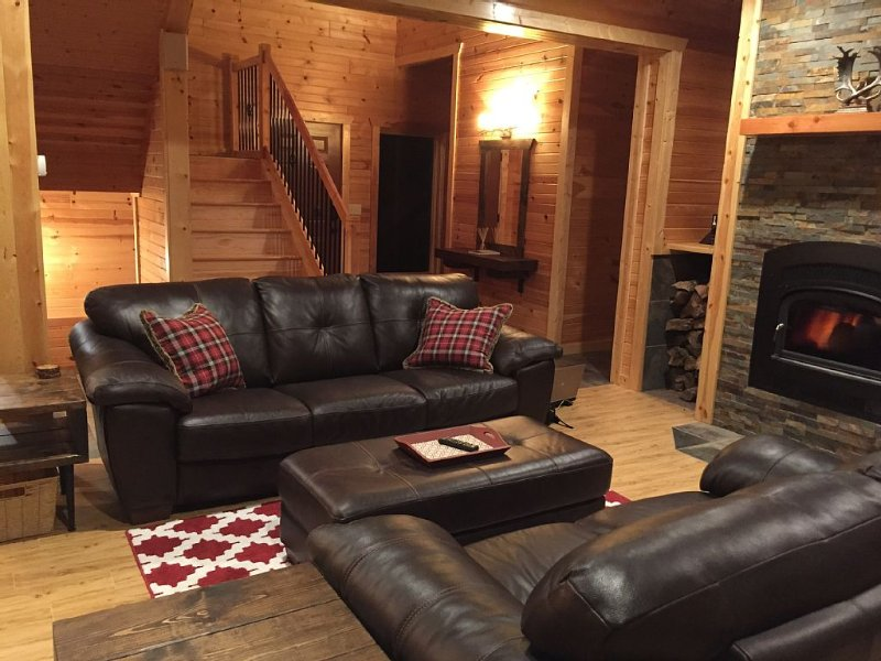 Northern Comfort Overlooking Caribou Lake- Spacious and Secluded, location de vacances à Lutsen
