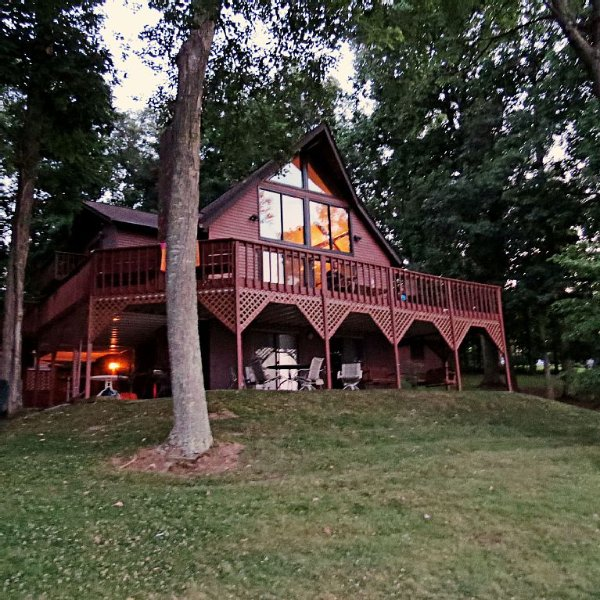 Lake Anna Retreat on the Public Side with Over 300' of Waterfront, holiday rental in Mineral