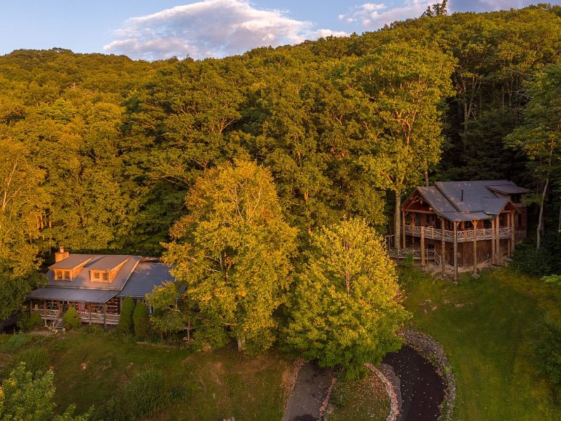 ASK ABOUT DISCOUNTED RATES!The Original Eagles Nest in Banner Elk, holiday rental in Banner Elk