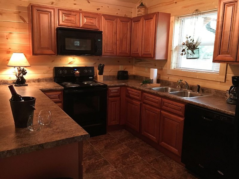 Snowy Evening Cabin - Pigeon Forge, Tn - Location very close to all attractions!, vacation rental in Pigeon Forge