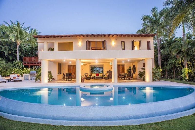 AVAILABLE NOW! Luxury, Gourmet & Fun Grand Villa and Premier Golf & Beach Clubs, alquiler vacacional en Punta de Mita