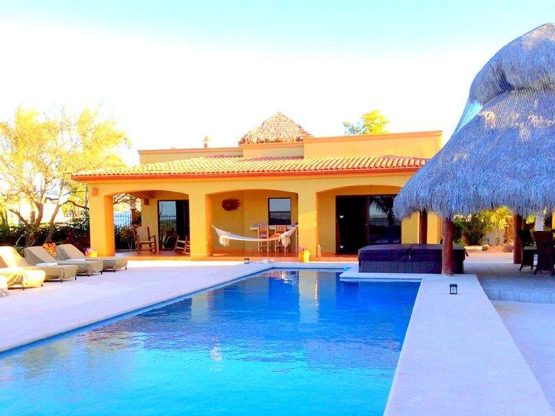 Private Beachfront Casita!!! New Spa!!!  Heated Pool..., aluguéis de temporada em Baja California Norte
