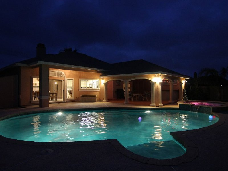 POOLSIDE ON THE ISLAND!  BEAUTIFUL BEACH HOME - YOUR OWN PRIVATE OASIS!, location de vacances à Corpus Christi