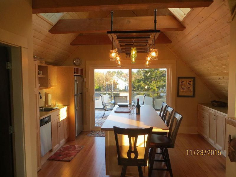 Loft close to Ocean!, vacation rental in Victoria