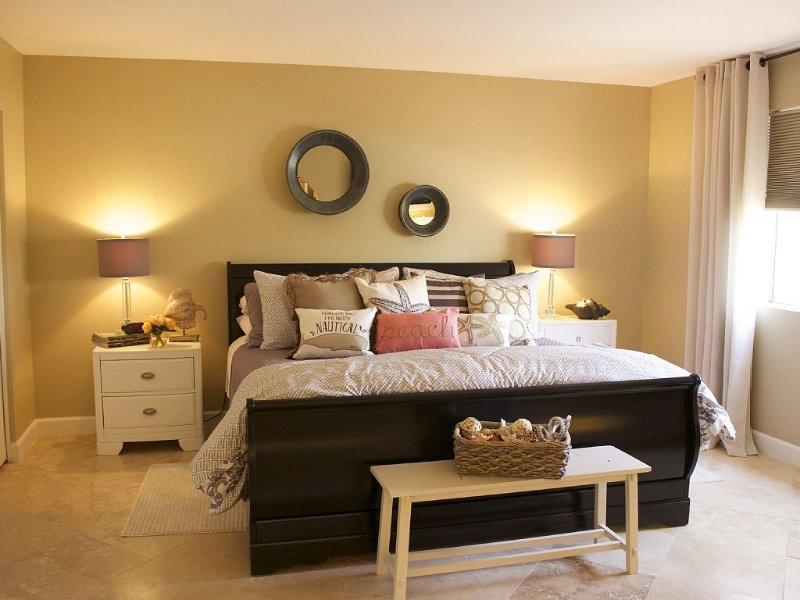 Master Bedroom: New California King mattress, TV, DVD player, Full Bath, linens.