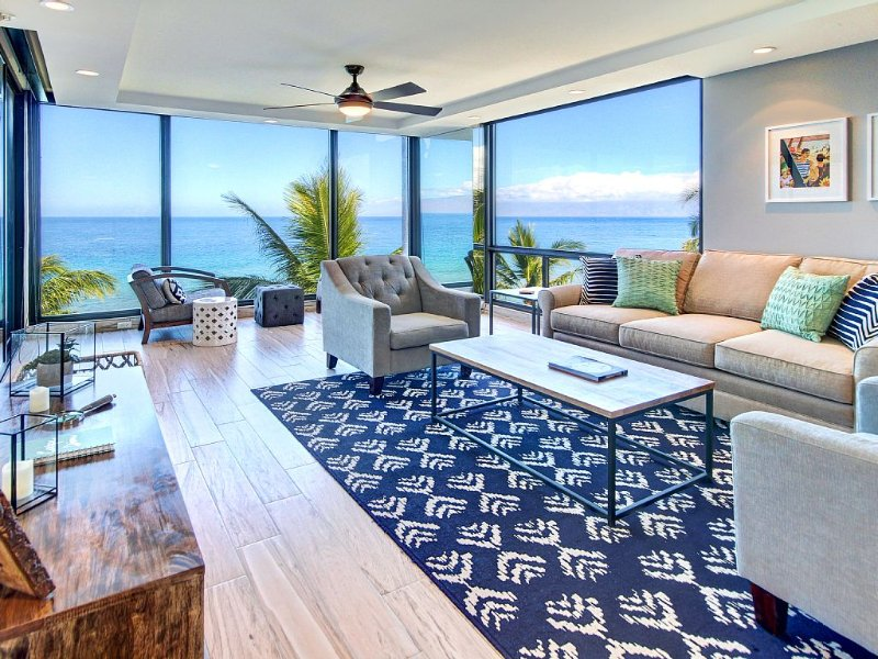 Ocean Front with Spectacular Views! Complete stunning remodel *, vacation rental in Lahaina