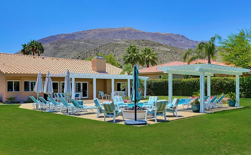 Luxury Mini Estate - Discounted months rate $9,000 (April and May), alquiler de vacaciones en Rancho Mirage