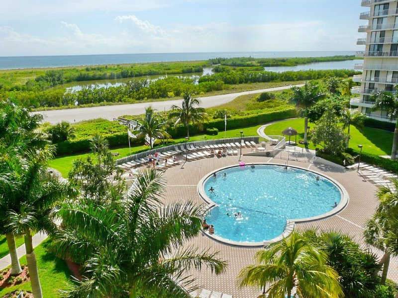 Beautiful 2 BR Marco Island Beachfront Condominium, vacation rental in Marco Island