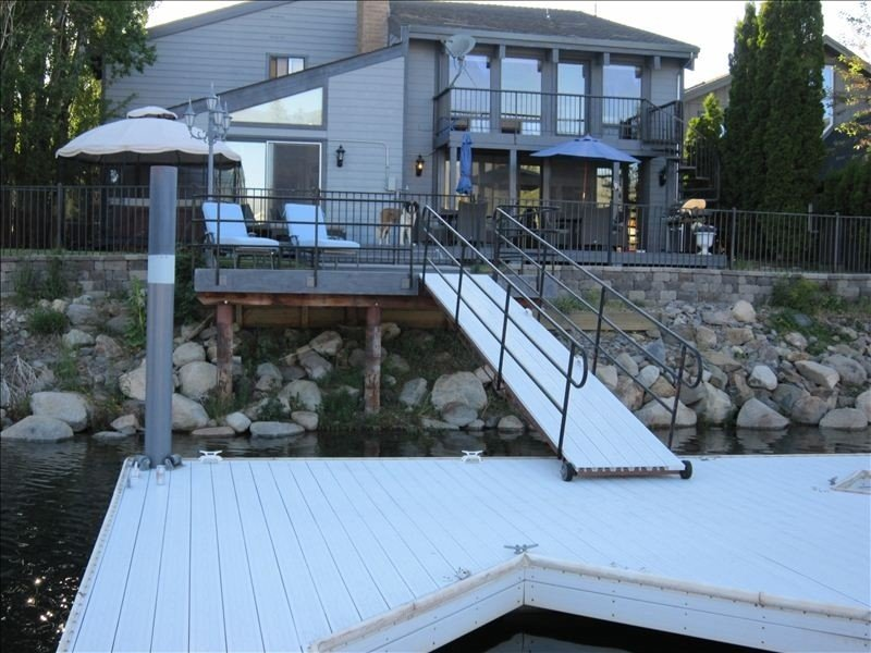 Spectacular Lodge-Waterfront-Mountain Views-Hot Tub-Pool Table, vacation rental in South Lake Tahoe