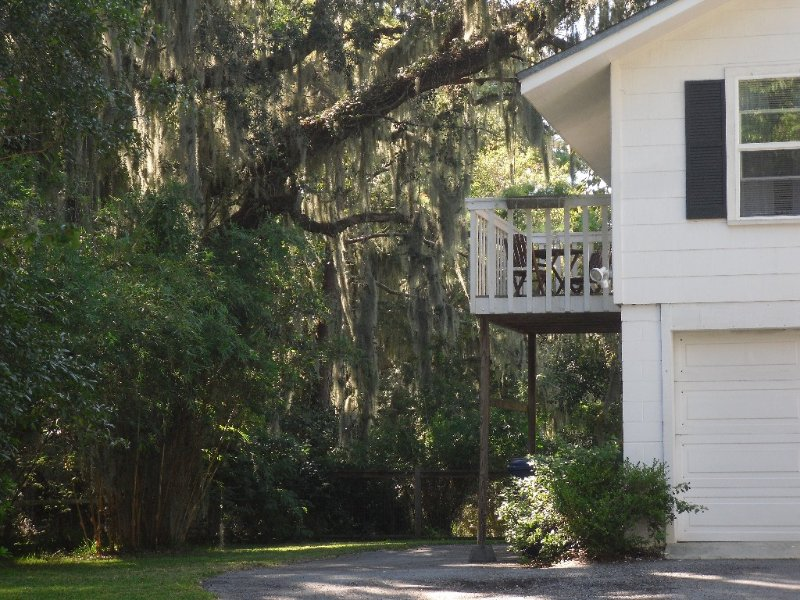 Peaceful Beaufort Guest House, Perfect for Couples or Families, vacation rental in Beaufort