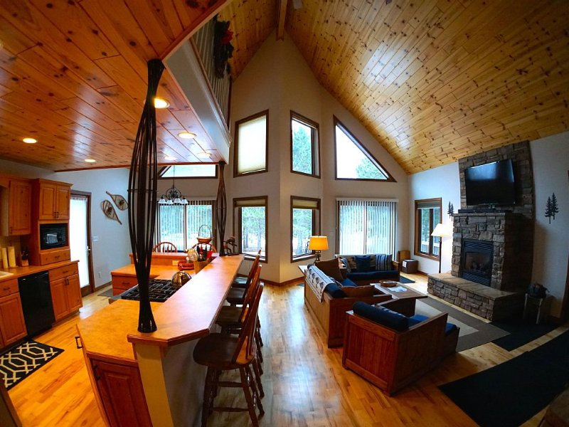 Exceptional Chalet near Nubs Nob & Boyne Highlands Ski and Golf Resort, location de vacances à Harbor Springs