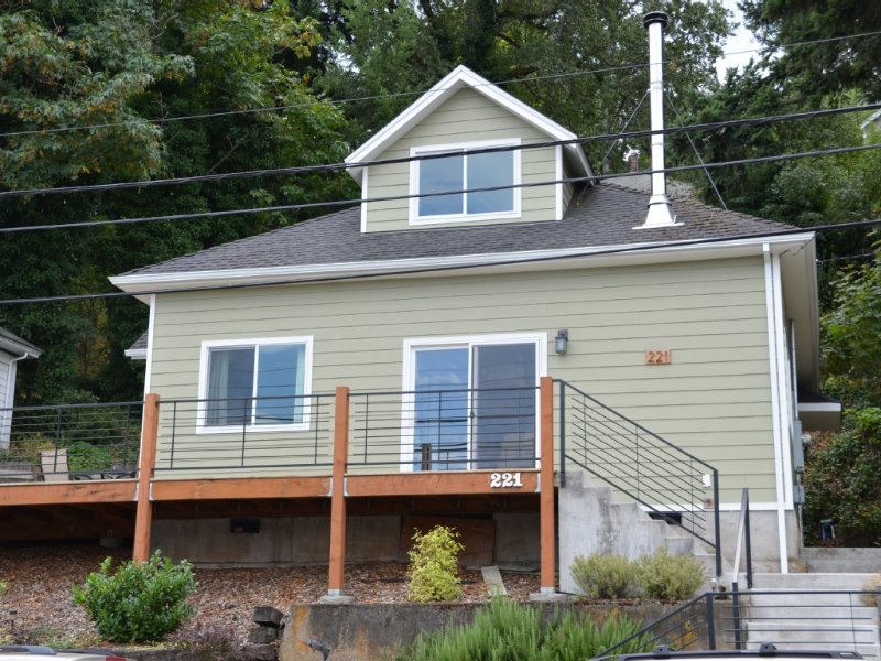 Located Downtown With Columbia River Views. Walk Everywhere!, vacation rental in Hood River