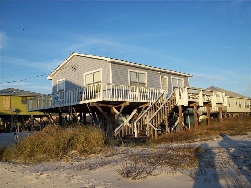 Beach Lovers Wanted! Newly Renovated! Local owners!, holiday rental in Fort Morgan