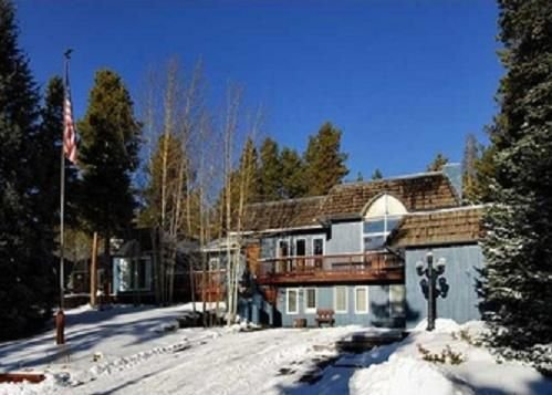BEST LOCATION ANY TIME OF YEAR!!! JUST OFF MAIN STREET - WALK TO GONDOLA!!!, holiday rental in Breckenridge