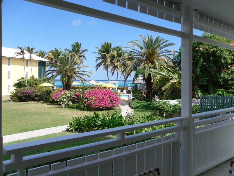 SUN,SEA,SAND! Ground Floor * Colony Cove. Great Rates!, casa vacanza a Christiansted