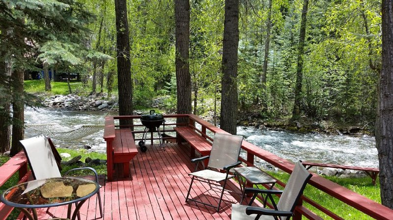 Log cabin on the Florida River, 15 minutes from Durango, vacation rental in Durango