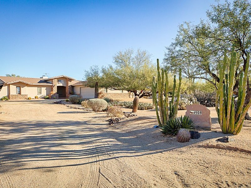 Acre + lot, country comfort, city close..., vacation rental in Cave Creek
