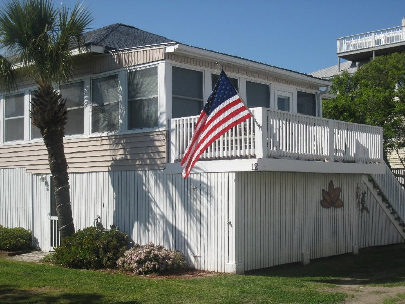 Traditional Tybee Cottage, 100 Steps to the Dunes, Private Beach Access, location de vacances à Wilmington Island