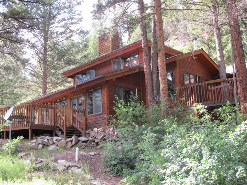 A Lovely and Family Friendly Wilderness Home with Stunning Views and Hot Tub, vacation rental in Redstone
