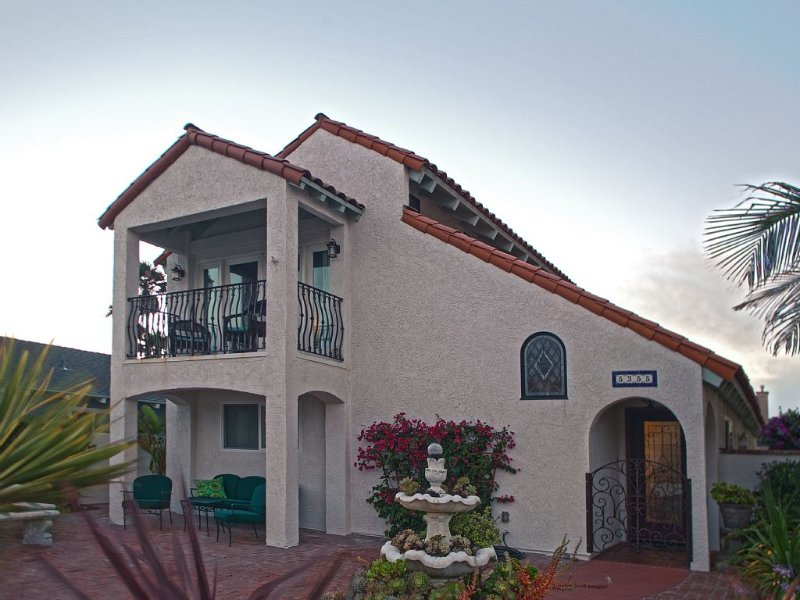 Quiet Relaxing Renovated Beachside Mediterranean Style House 2400 sq. ft., holiday rental in Oxnard