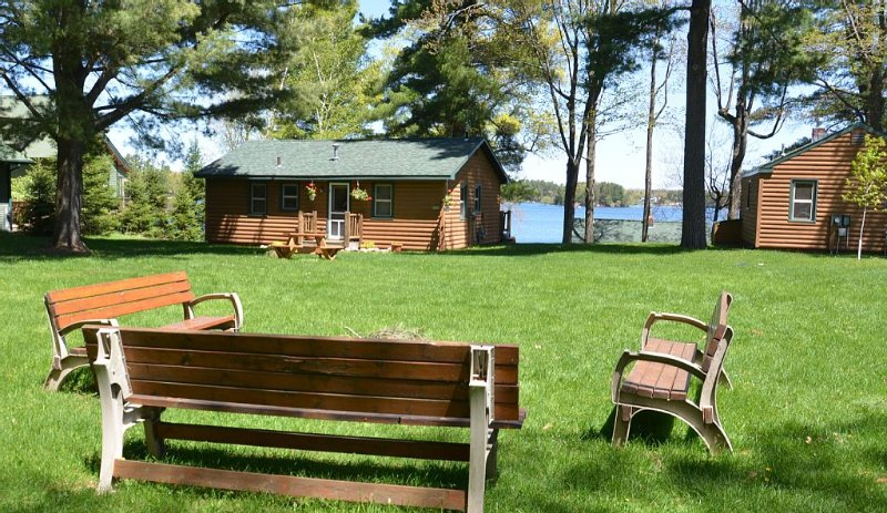 North Woods Cabin on Lake Minocqua: A perfect mix of getaway and access to fun!, holiday rental in Hazelhurst