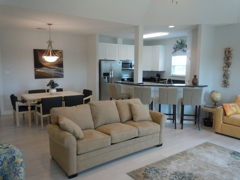 New 3 Bedroom 2 Bath Beach Home, vacation rental in Galveston Island