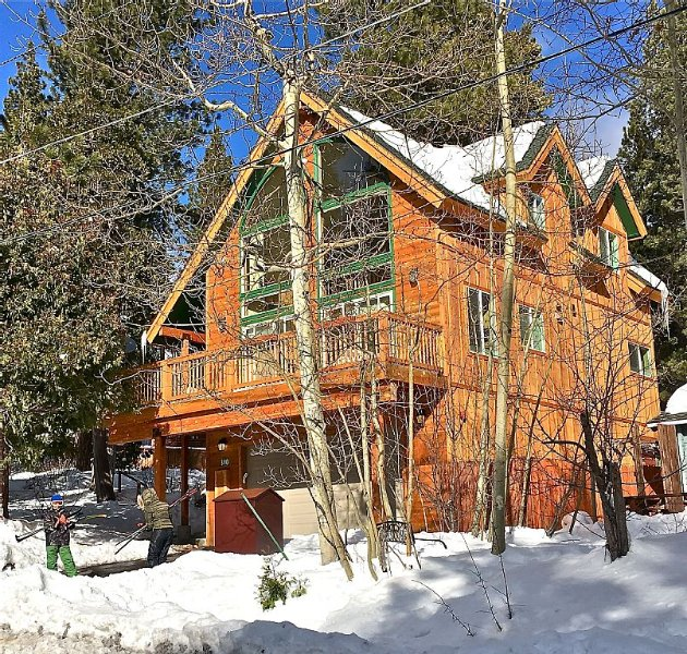 Brand New Sunny Three Bedroom Lake Tahoe Chalet In Great Location, alquiler de vacaciones en Tahoe City