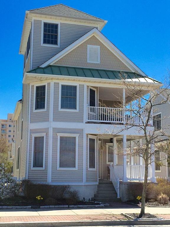 Golden Beach House...literally steps away from the beach!!!