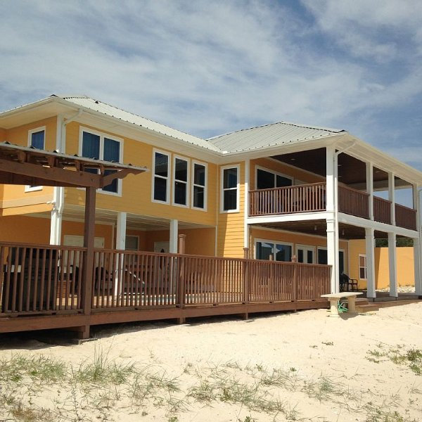 Top O' the Dunes-Luxurious family friendly beach home with beautiful gulf views!, alquiler de vacaciones en Gasque